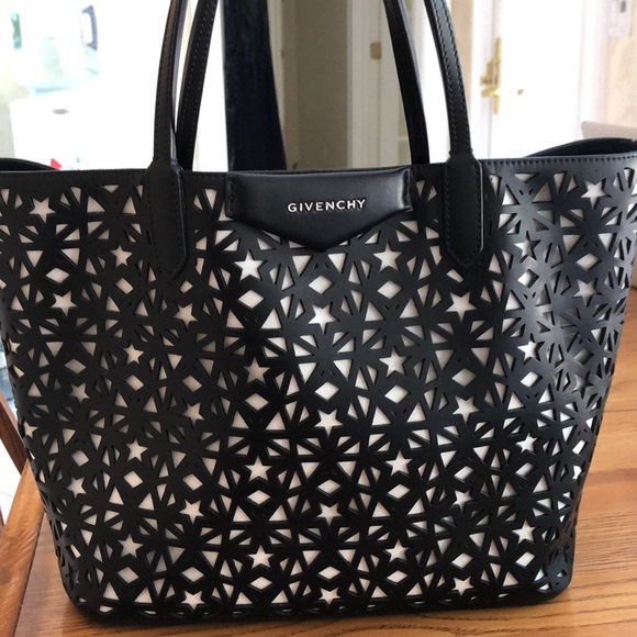 Givenchy Handbags - Givenchy Antigona Medium Leather Shopper Tote Bag c9a083a91c9d3